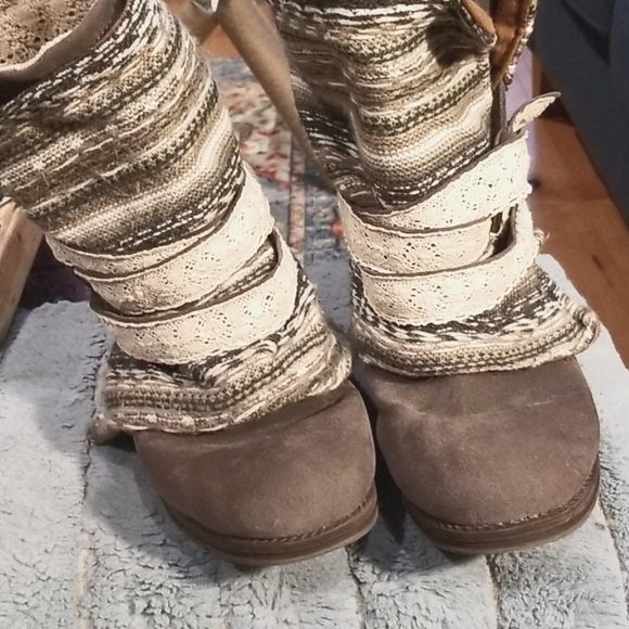 Blanket wrapped boots